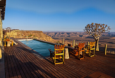 Pool der Fish River Lodge mit Aussicht auf den Fish River Canyon in Namibia